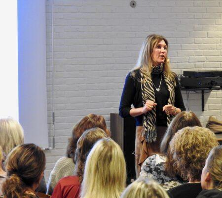 foredForedrag og workshops med stresscoach og forfatter Lisbeth Fruensgaard